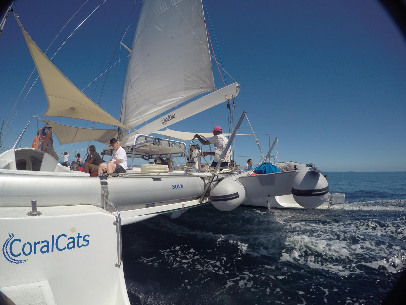 Day tour on Coral Cats with swimming, snorkelling and sailing in Fiji (3)