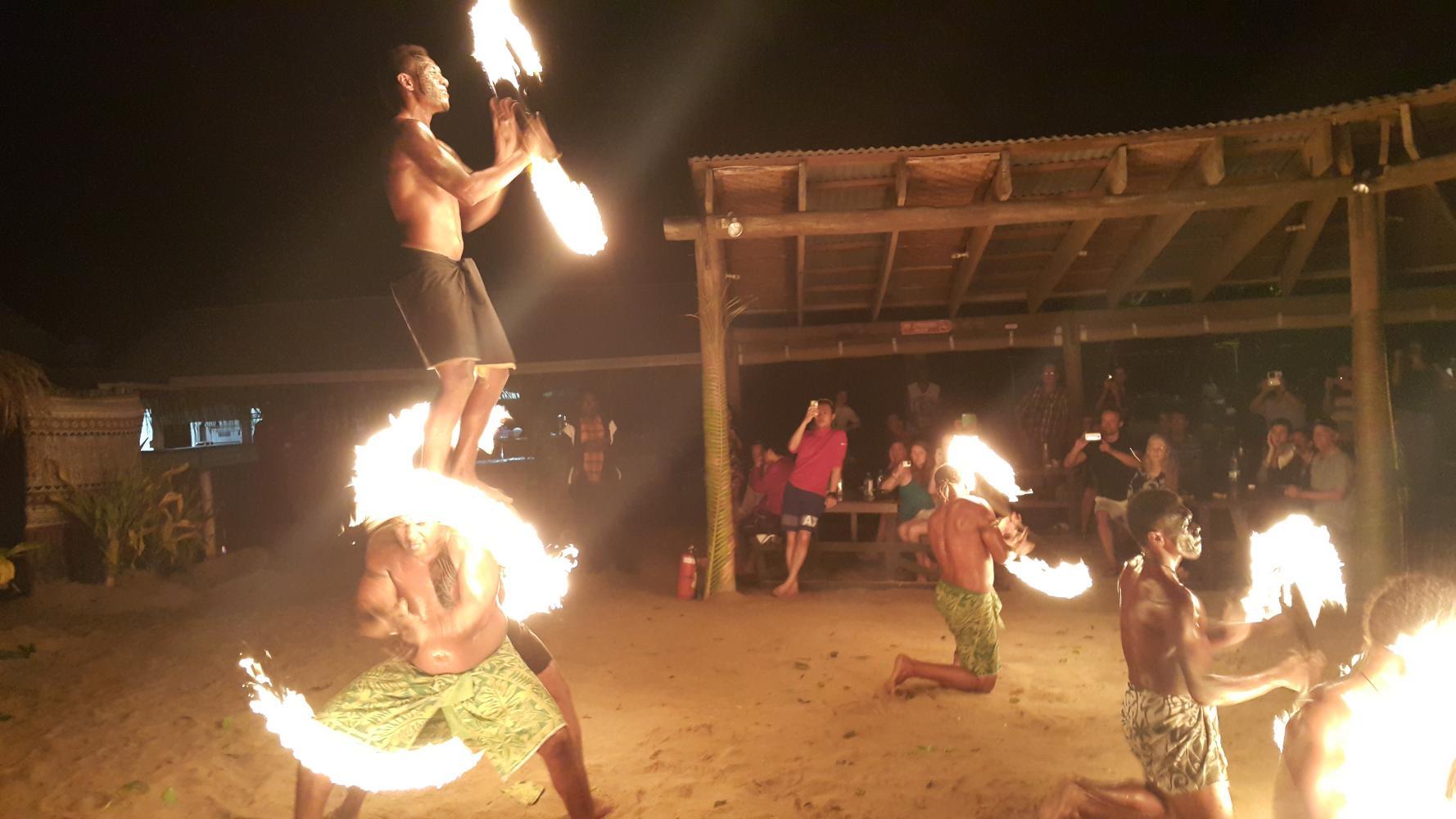 Fijian Dance Show at Robinson Crusoe Island in Fiji (6)